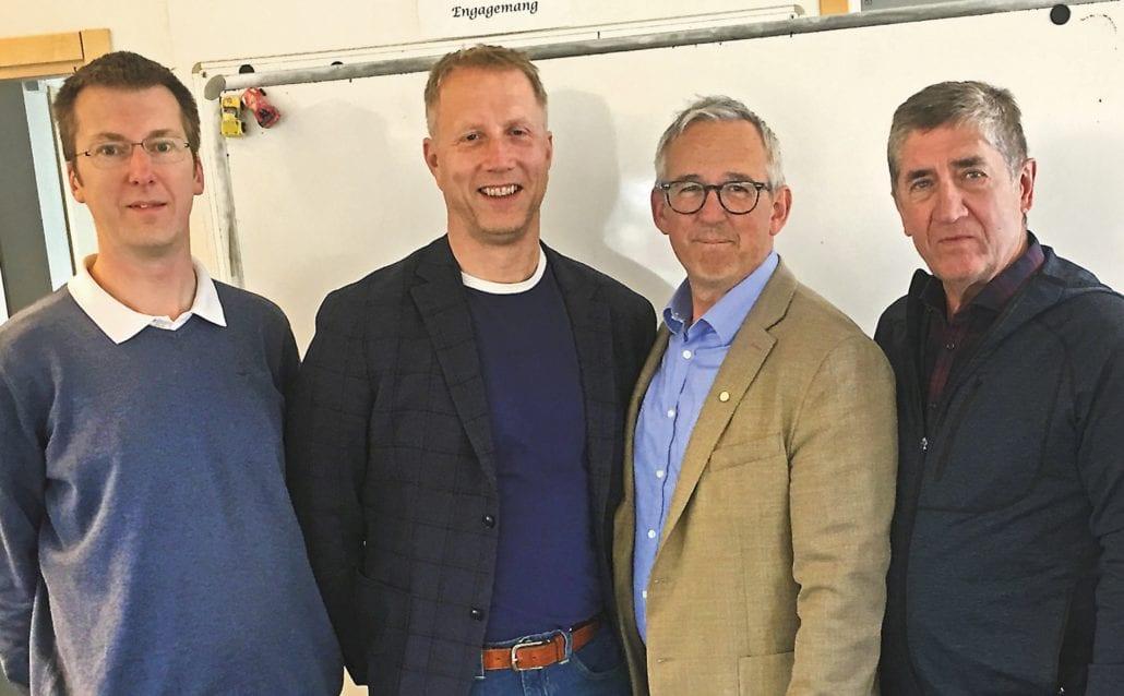 Bild: Från vänster Johan Ursjö, metodutvecklare/ingenjör och grundare av FB- gruppen GRANSKA TRANSPORTSTYRELSENS SYNFÄLTSKRAV, professor Jan Andersson, VTI, Johan Ekblad, SYAB och synpedagog och projektledare Krister Inde.